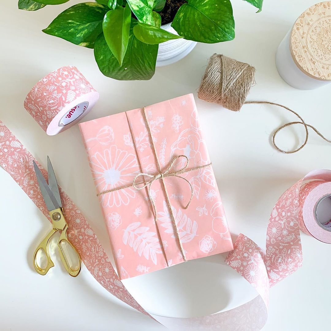 How to create custom wrapping paper for your business