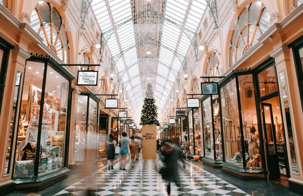 How to Drive Foot Traffic and Sales This Holiday Season: 7 Must-Try Tips for 2019